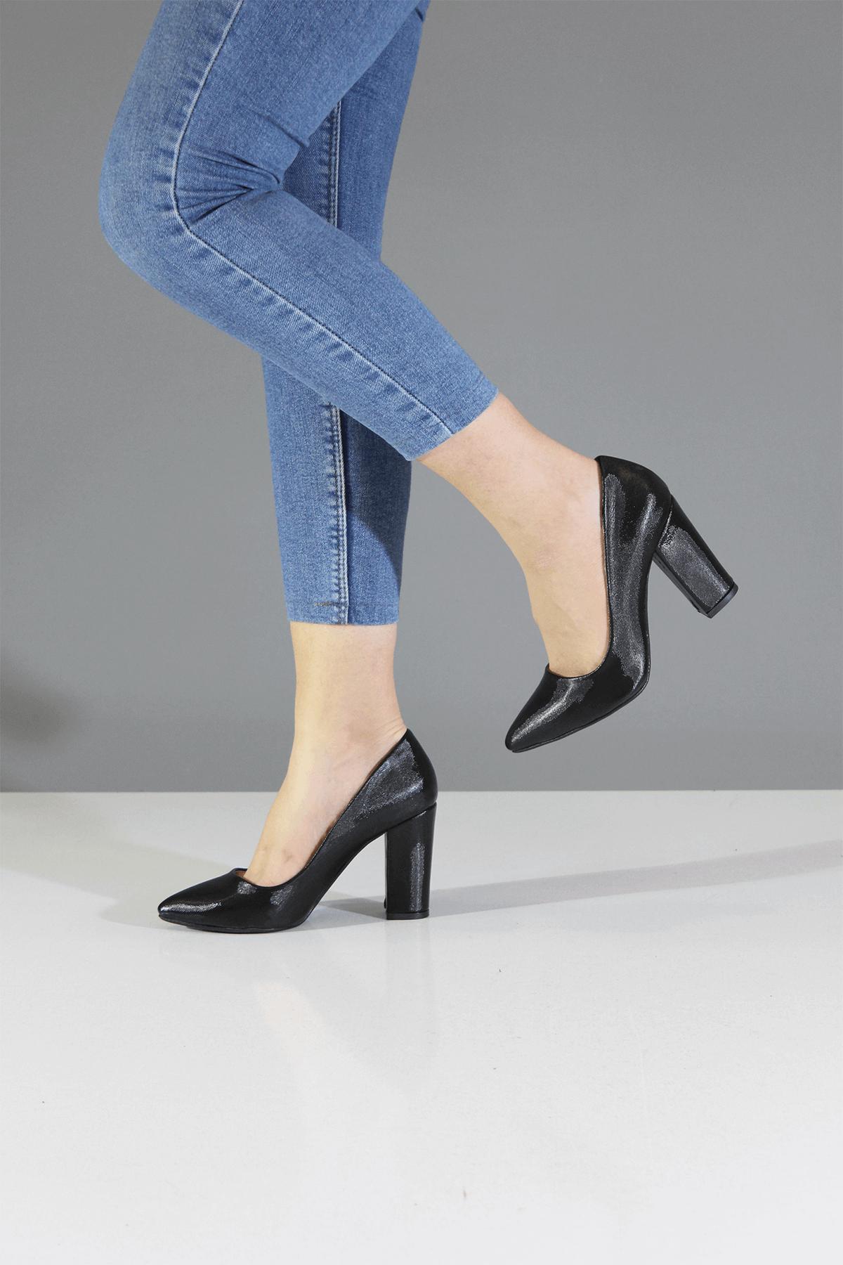 Siyah Parlak Stiletto Ayakkabı
