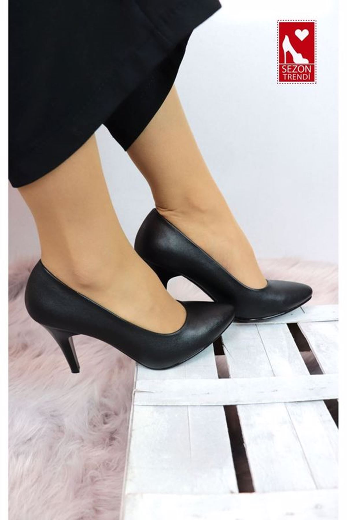 Palet - Siyah Deri Topuklu Kadın Ayakkabısı