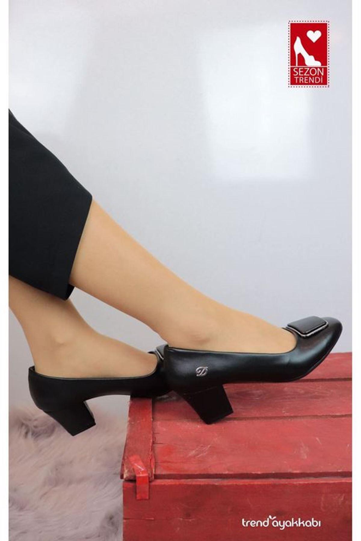 De Scario - Düz Siyah Tokalı Topuklu Kadın Ayakkabısı