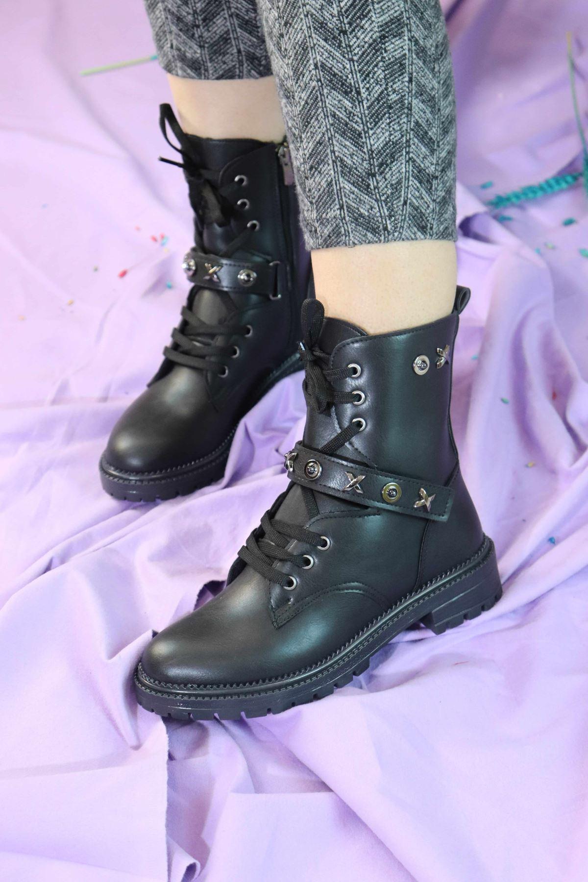Trendayakkabı - Siyah Zımbalı Kadın Bot