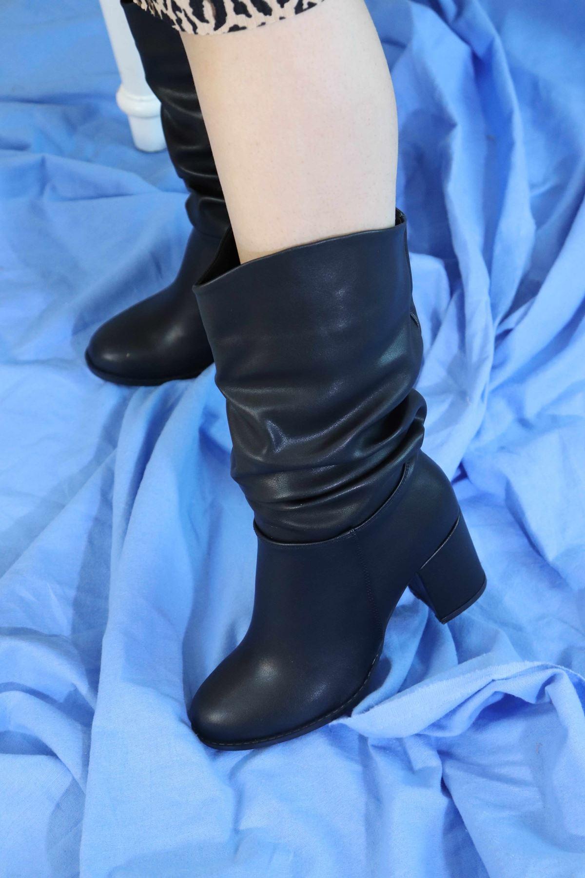 Trendayakkabi - Siyah Cilt Yarım Kadın Çizme