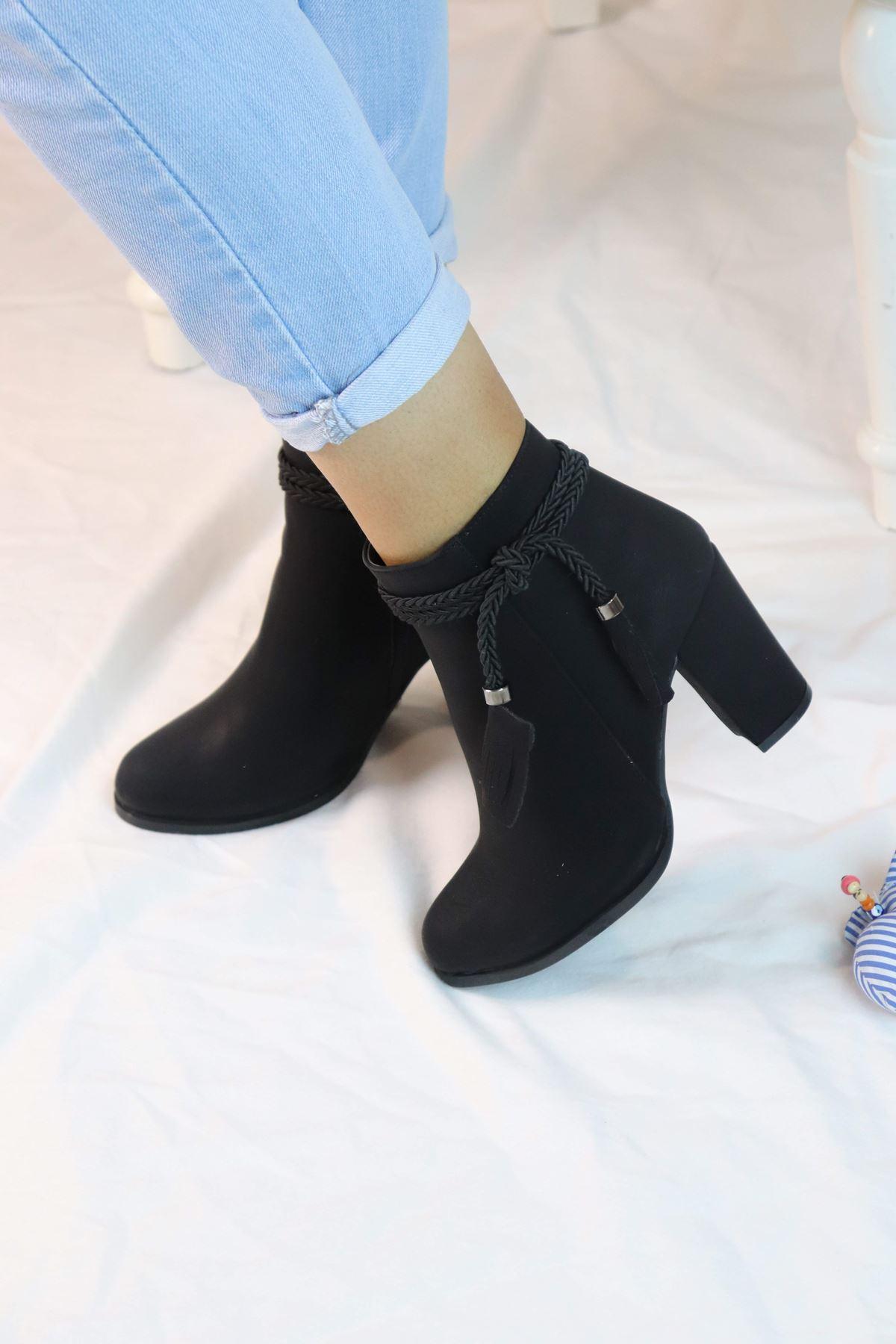 Trendayakkabı - Örgü Detaylı Yüksek Topuk Kadın Bot