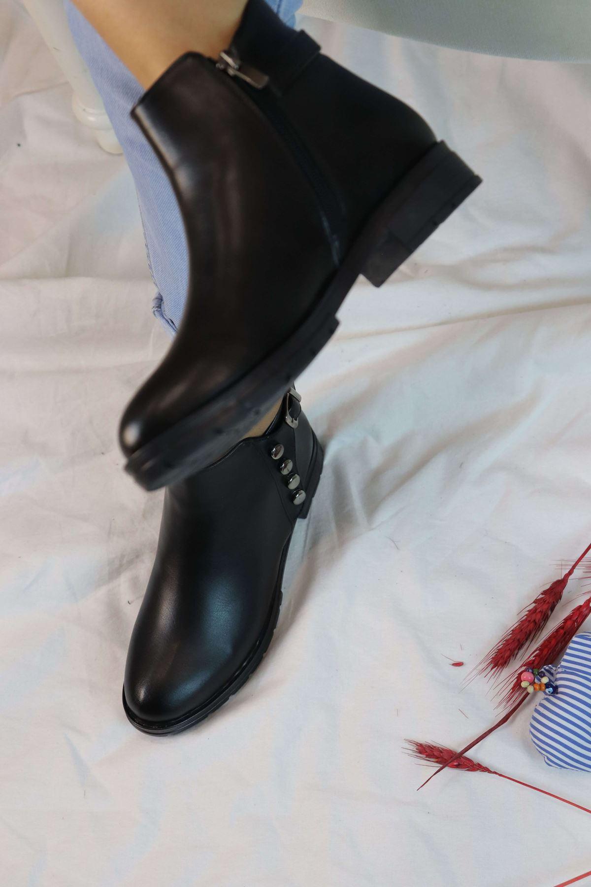 Trendayakkabı - Siyah Zımba Detaylı Kadın Bot