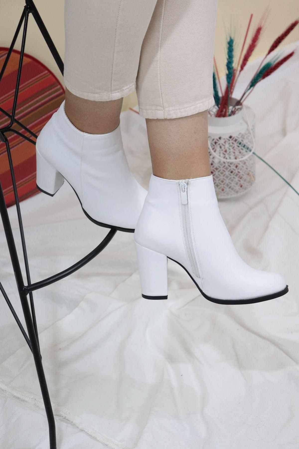 Trendayakkabı - Beyaz Kadın Topuklu Bot