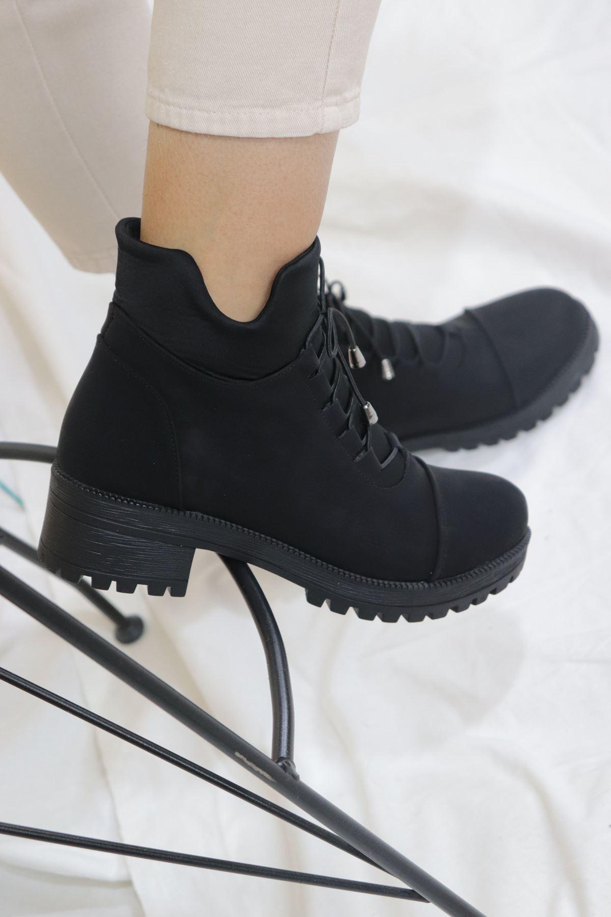 Trendayakkabı - Siyah Bağcık Detaylı Kadın Bot