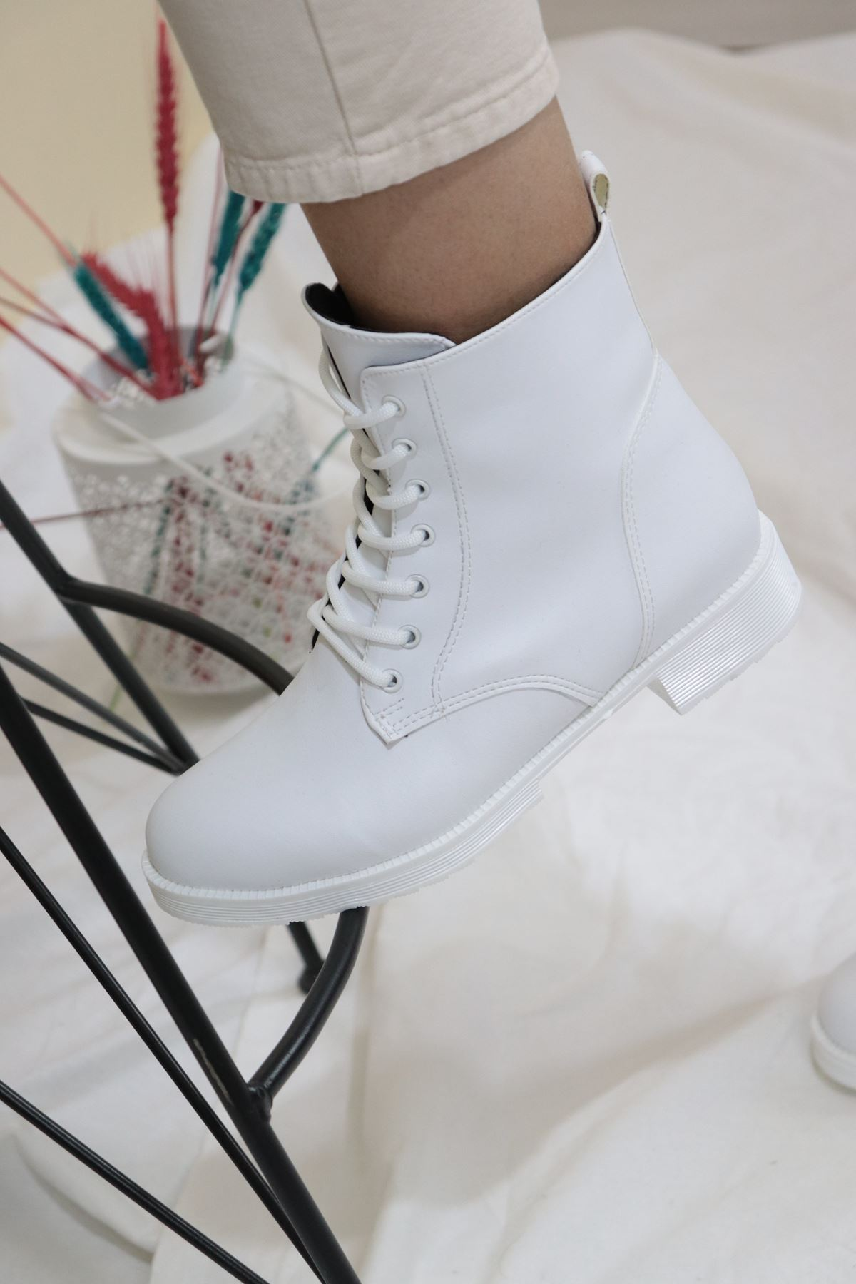 Trendayakkabı - Beyaz Cilt Kadın Postal