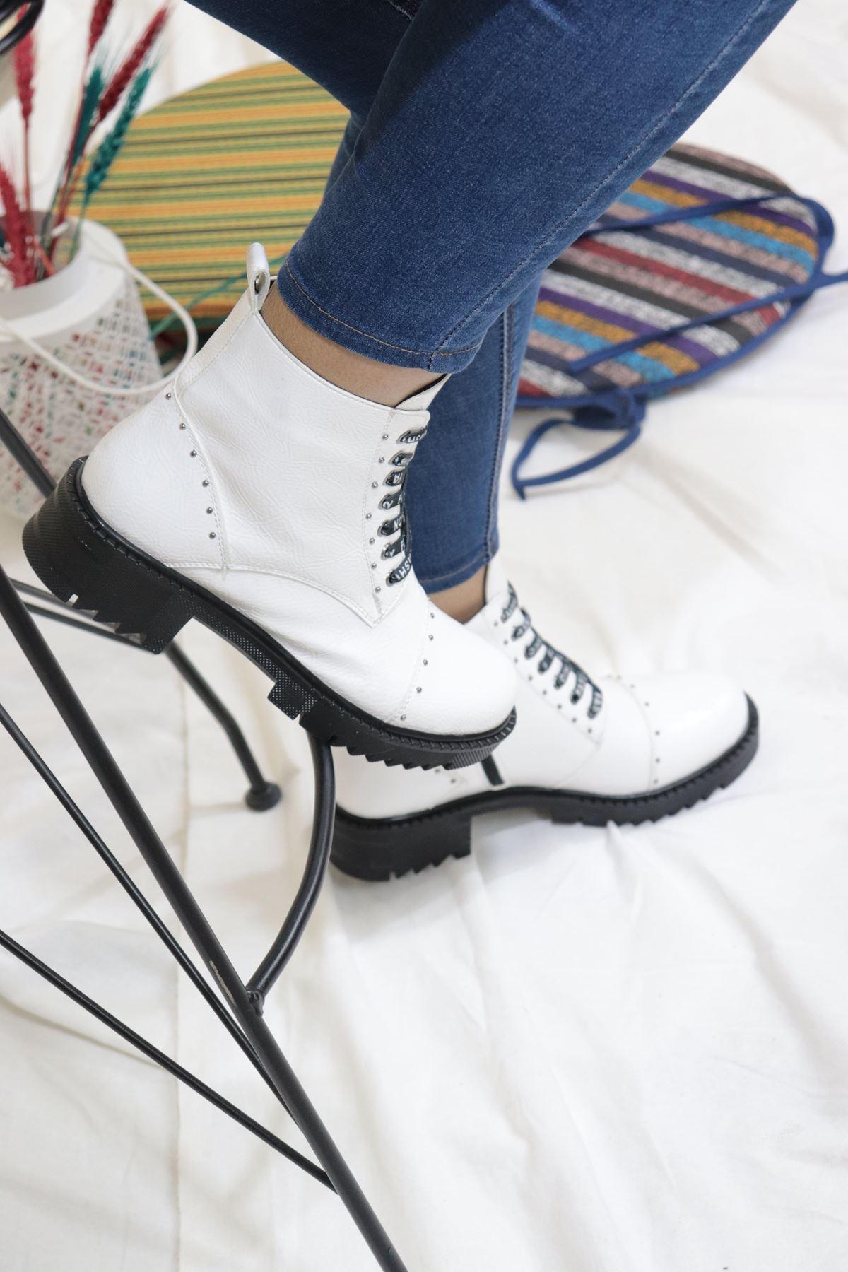 Trendayakkabı - Beyaz Rugan Kadın Bot