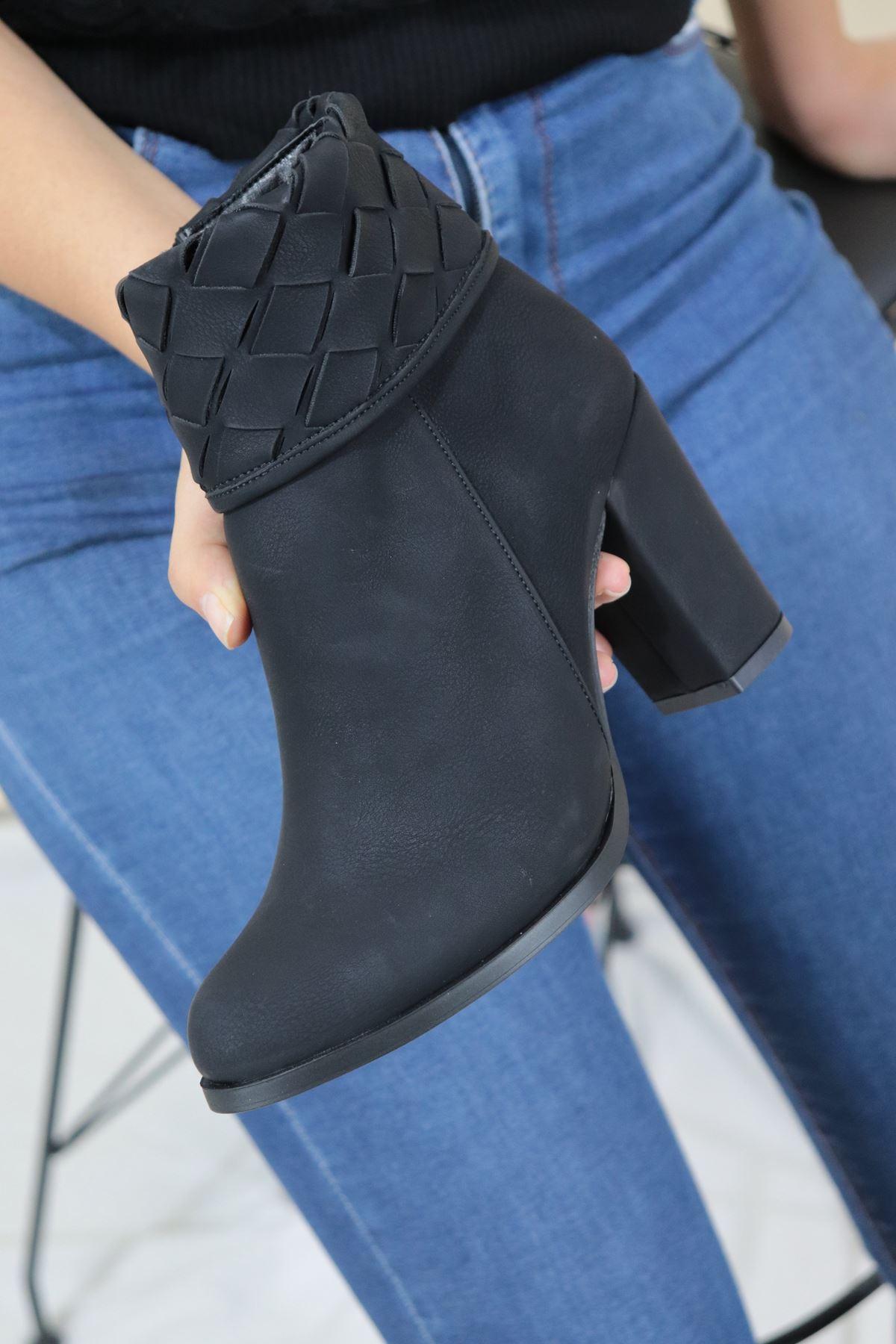 Trendayakkabı - Siyah Bilek Kısmı Detaylı Kadın Bot