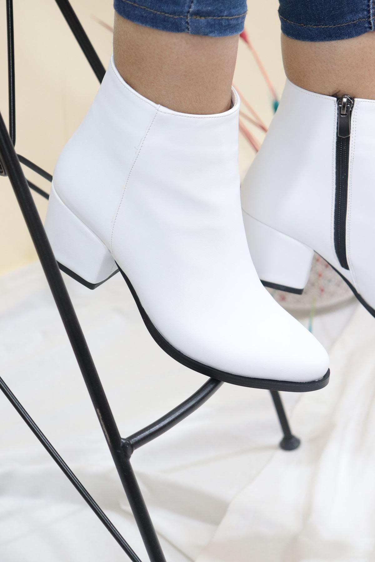 Trendayakkabı - Beyaz Kısa Topuk Kadın Bot