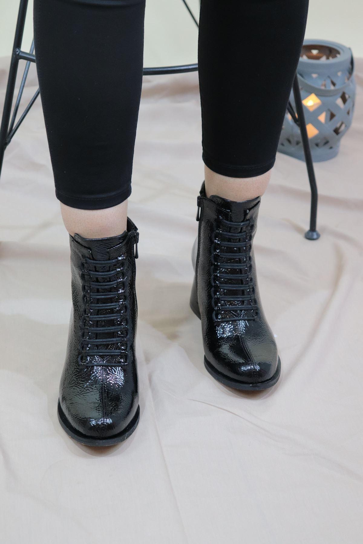 Trendayakkabı - Siyah Rugan Bağcıklı Kadın Bot