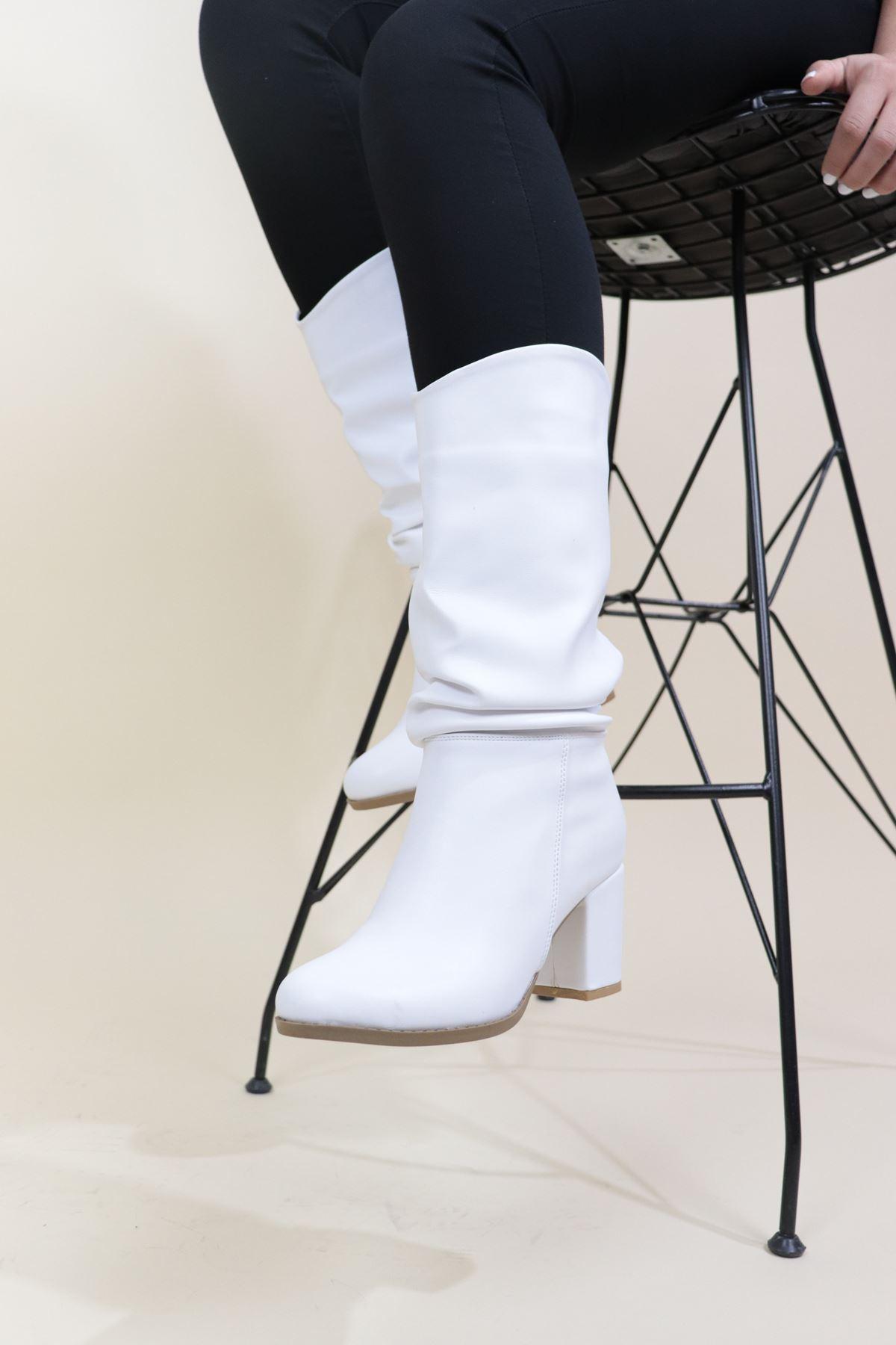Trendayakkabı - Beyaz Kadın Kısa Çizme