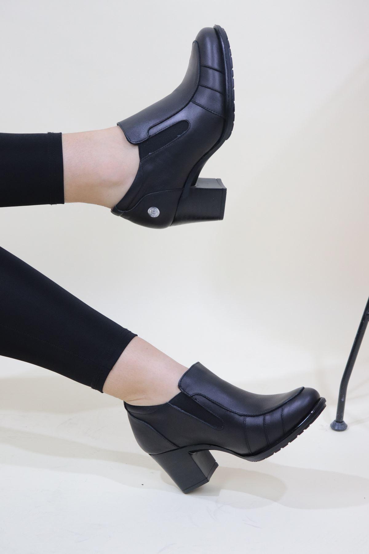 Mammamia - D20KA-750-Z Siyah Cilt Kadın Topuklu Ayakkabı