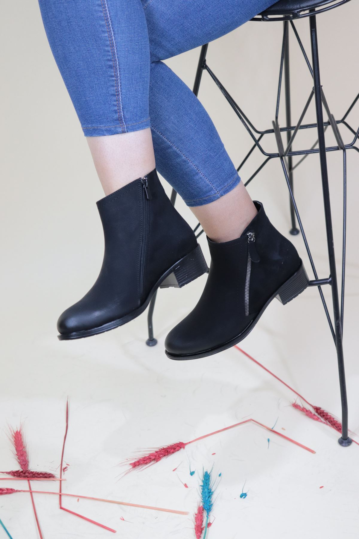 Trendayakkabi - Siyah Çapraz Fermuarlı Kadın Bot
