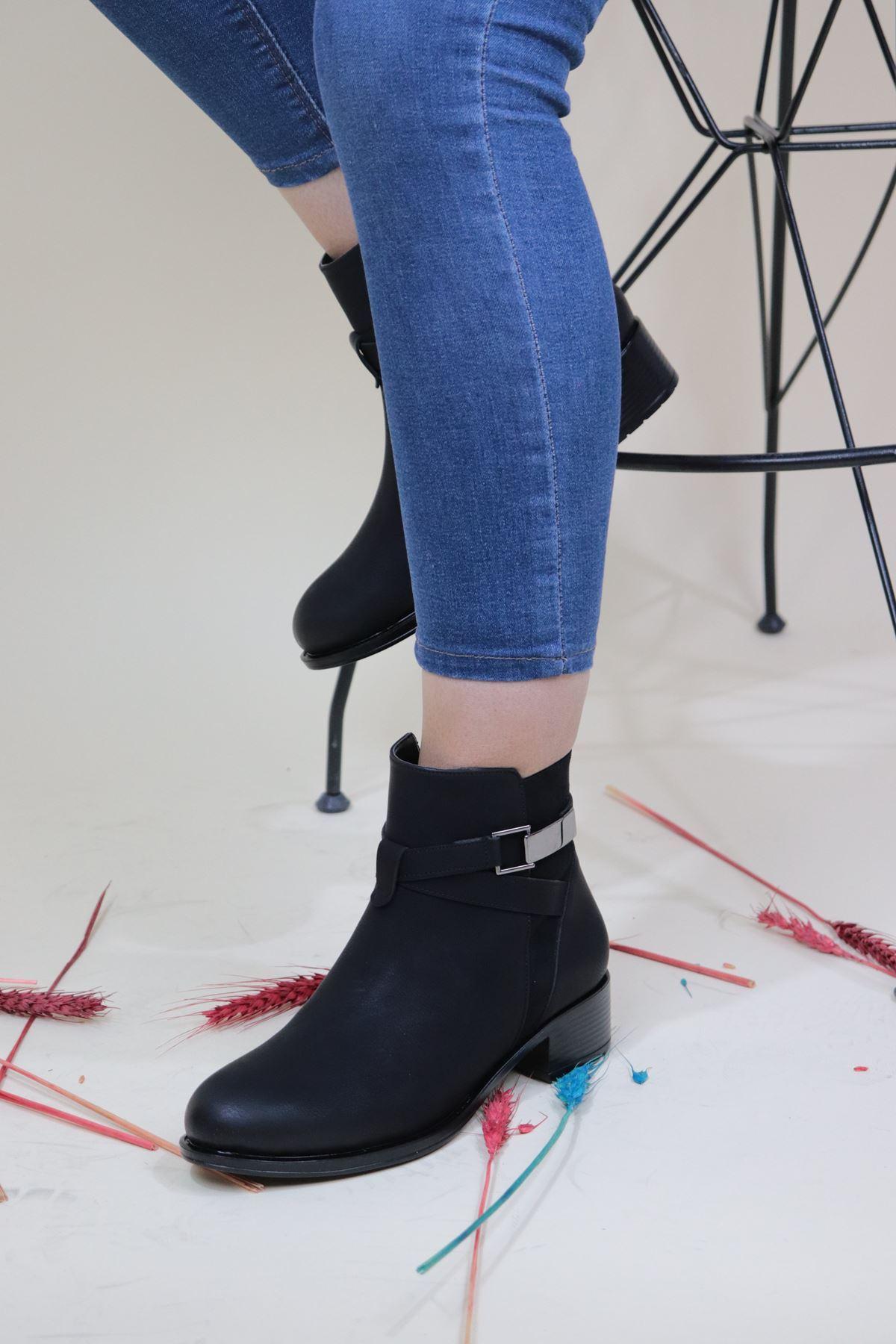 Trendayakkabi - Siyah Bileği Tokalı Kadın Bot