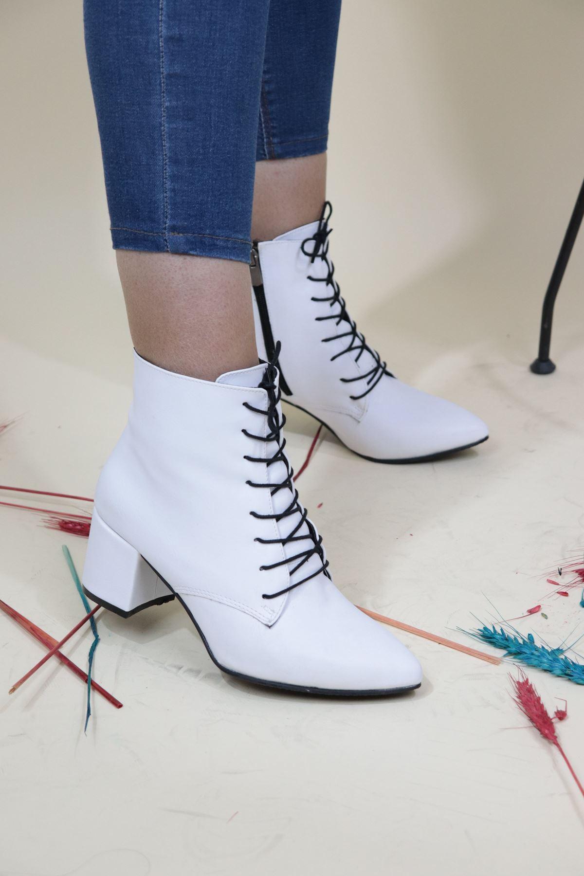 Trendayakkabi - Beyaz Bağlı Kadın Bot