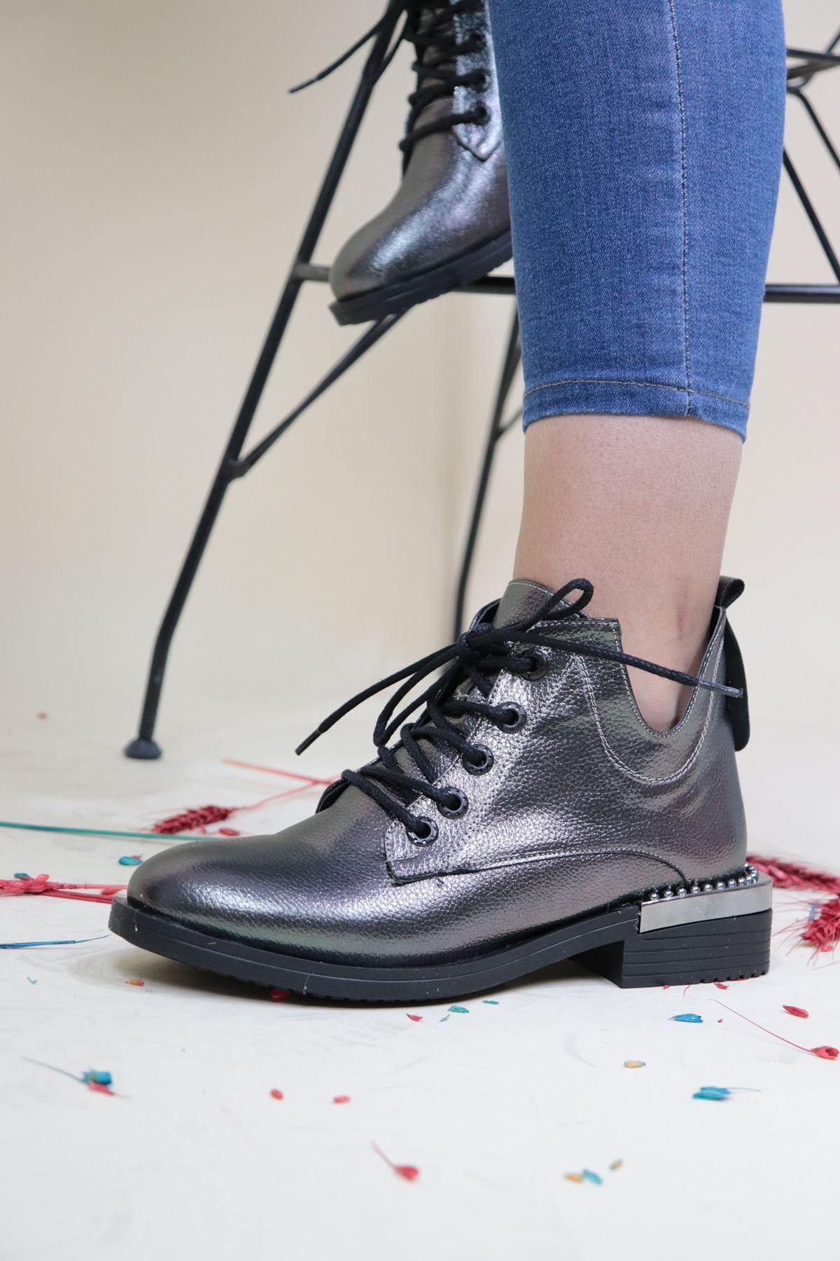 Trendayakkabi - Platin Zımbalı Kadın Bot