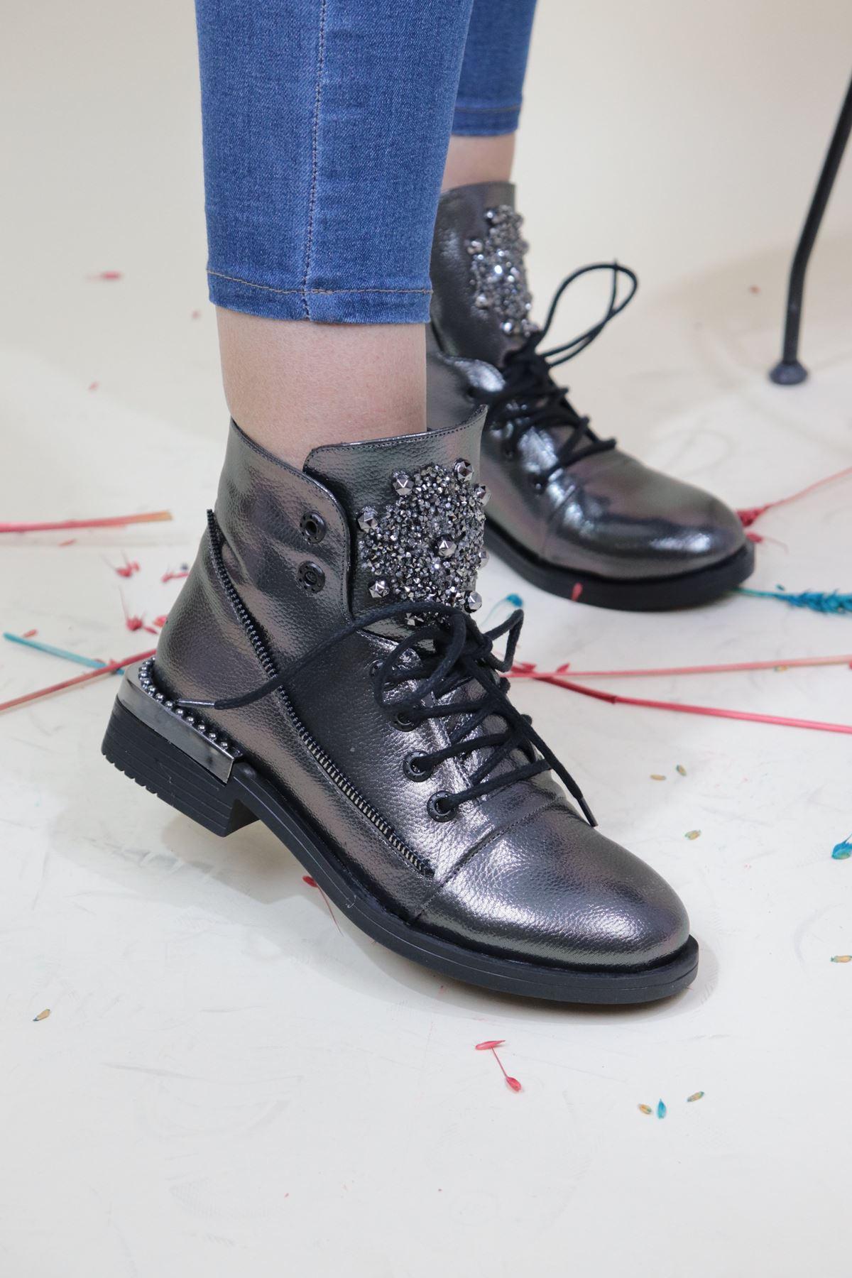 Trendayakkabi - Platin Bileği Zımbalı Kadın Bot
