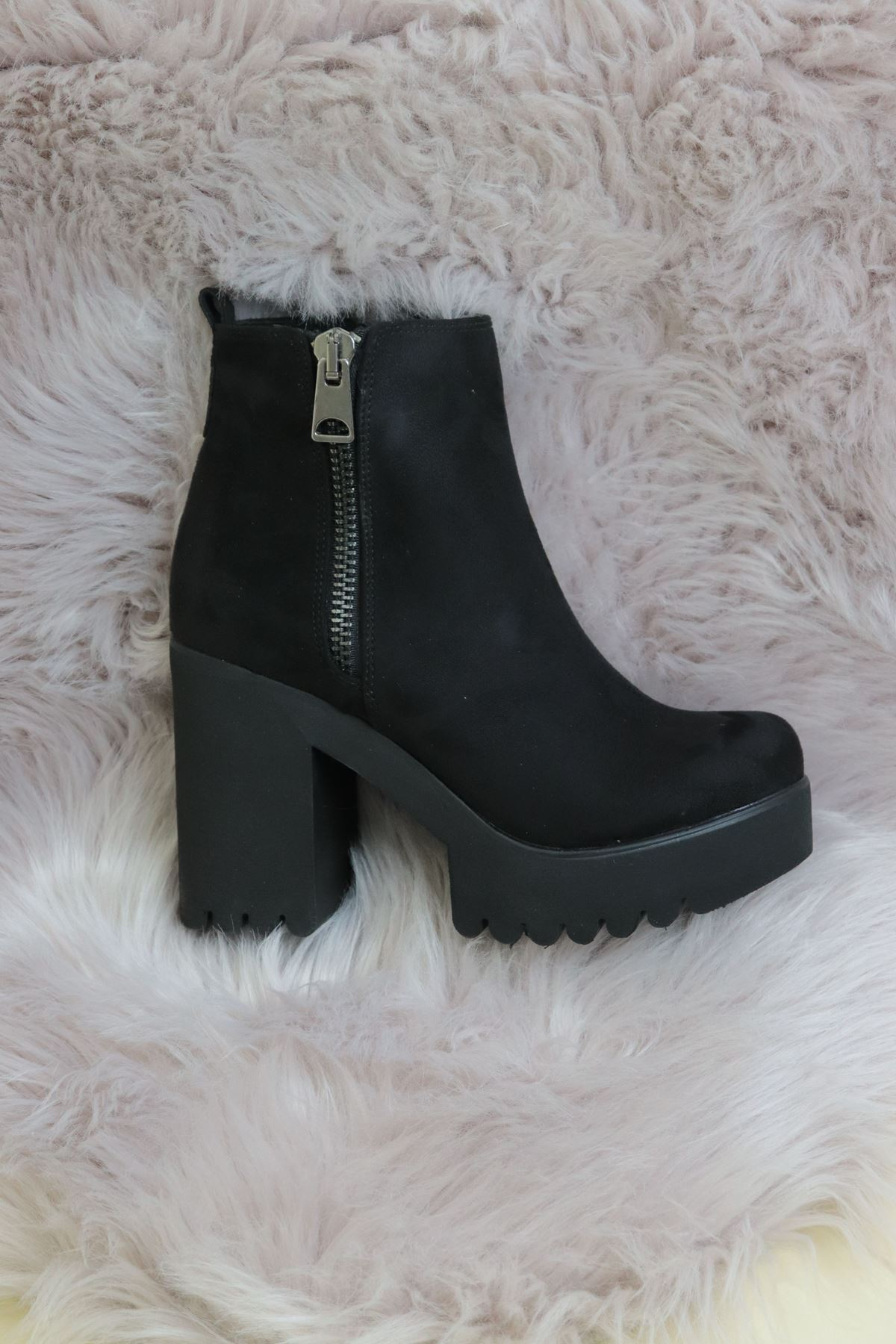 Trendayakkabı - Siyah Süet Fermuarlı Yüksek Topuk Kadın Bot