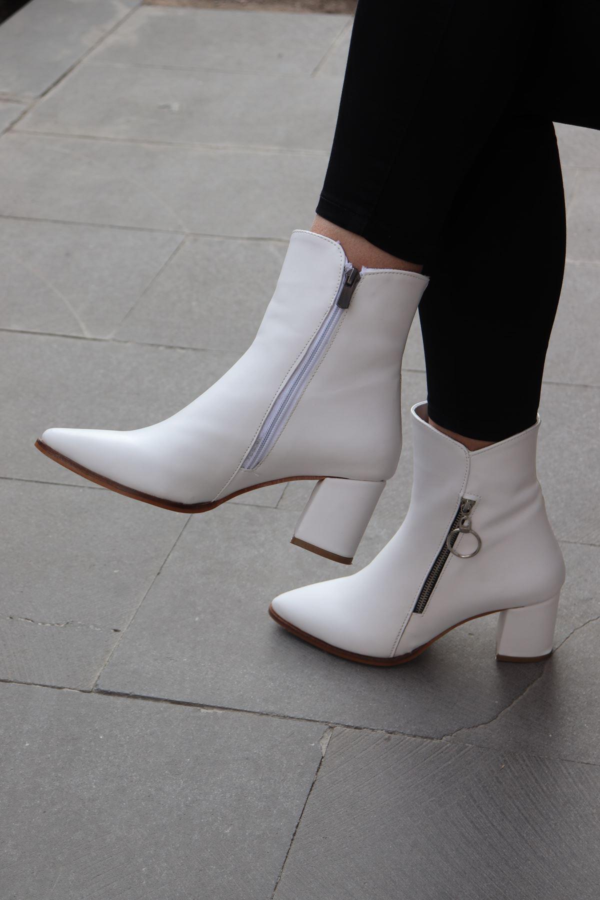 Trendayakkabı - Beyaz Yanı Fermuar Detaylı Kadın Bot