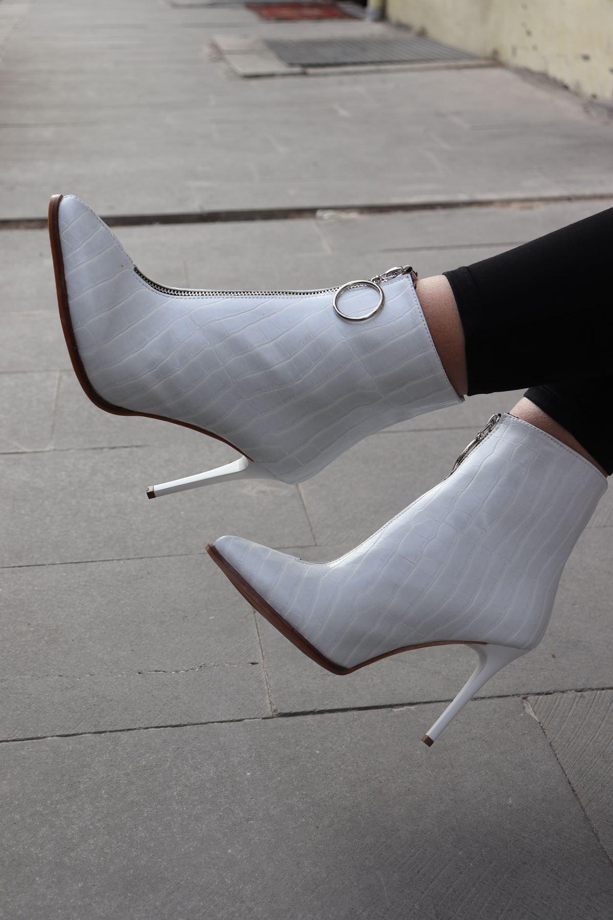 Trendayakkabı - Beyaz Önden Fermuar Detaylı Kadın Bot