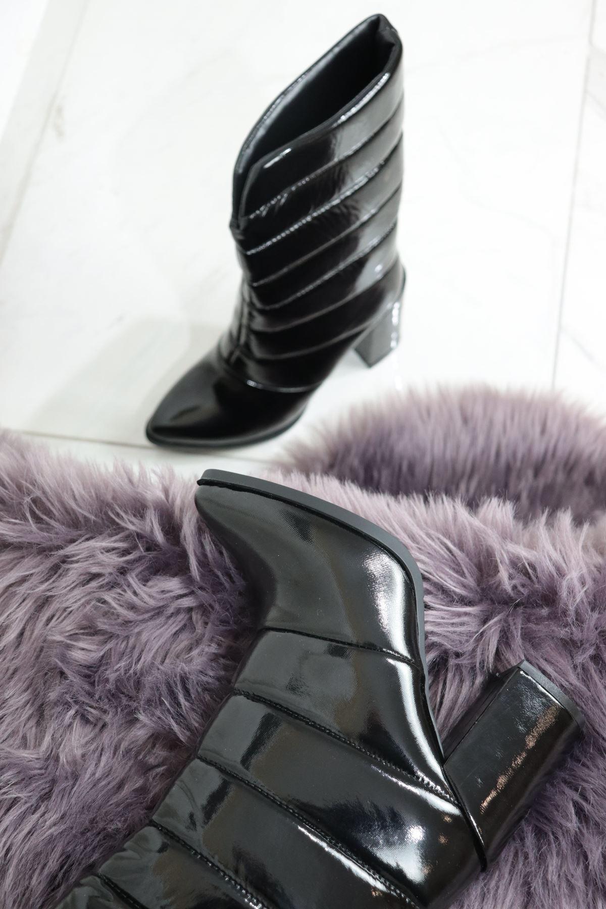 Trendayakkabı - Siyah Rugan Kadın Yarım Çizme