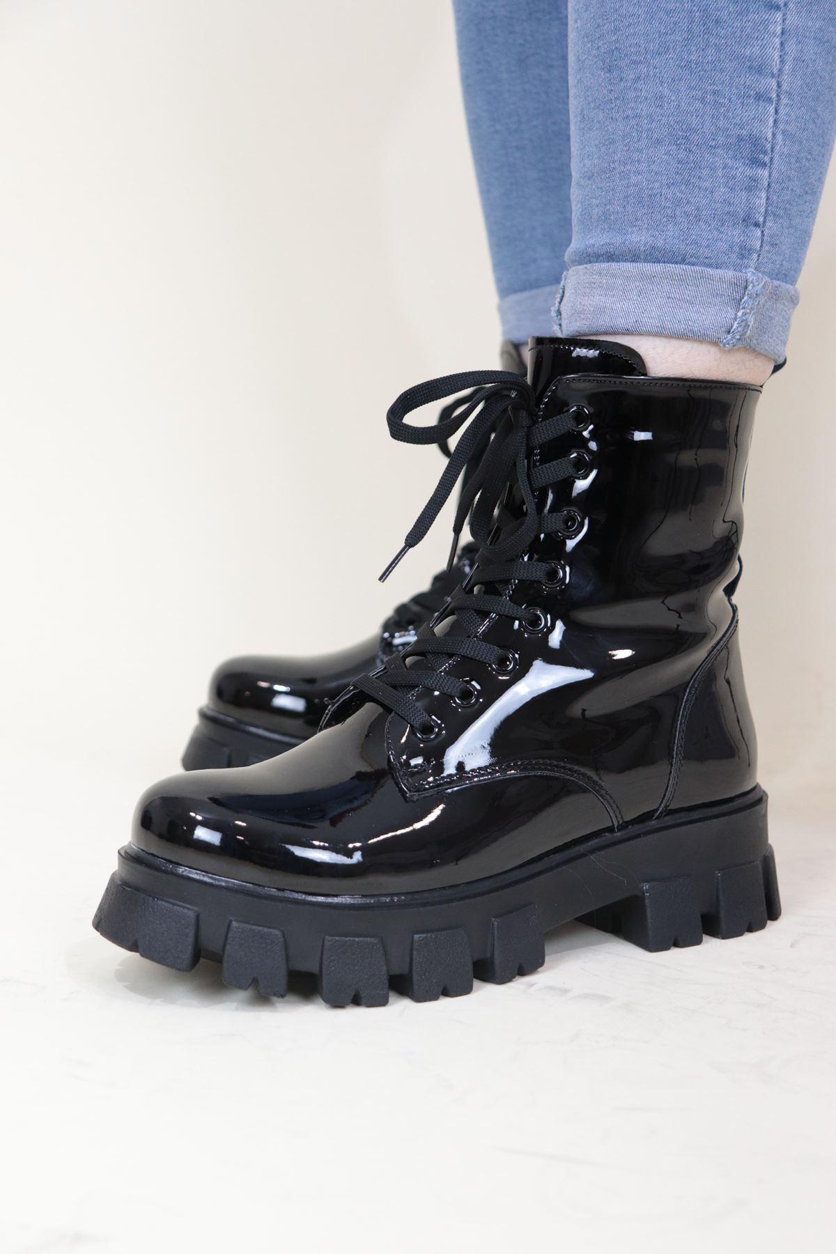 Trendayakkabı - Siyah Rugan Kalın Taban Kadın Bot
