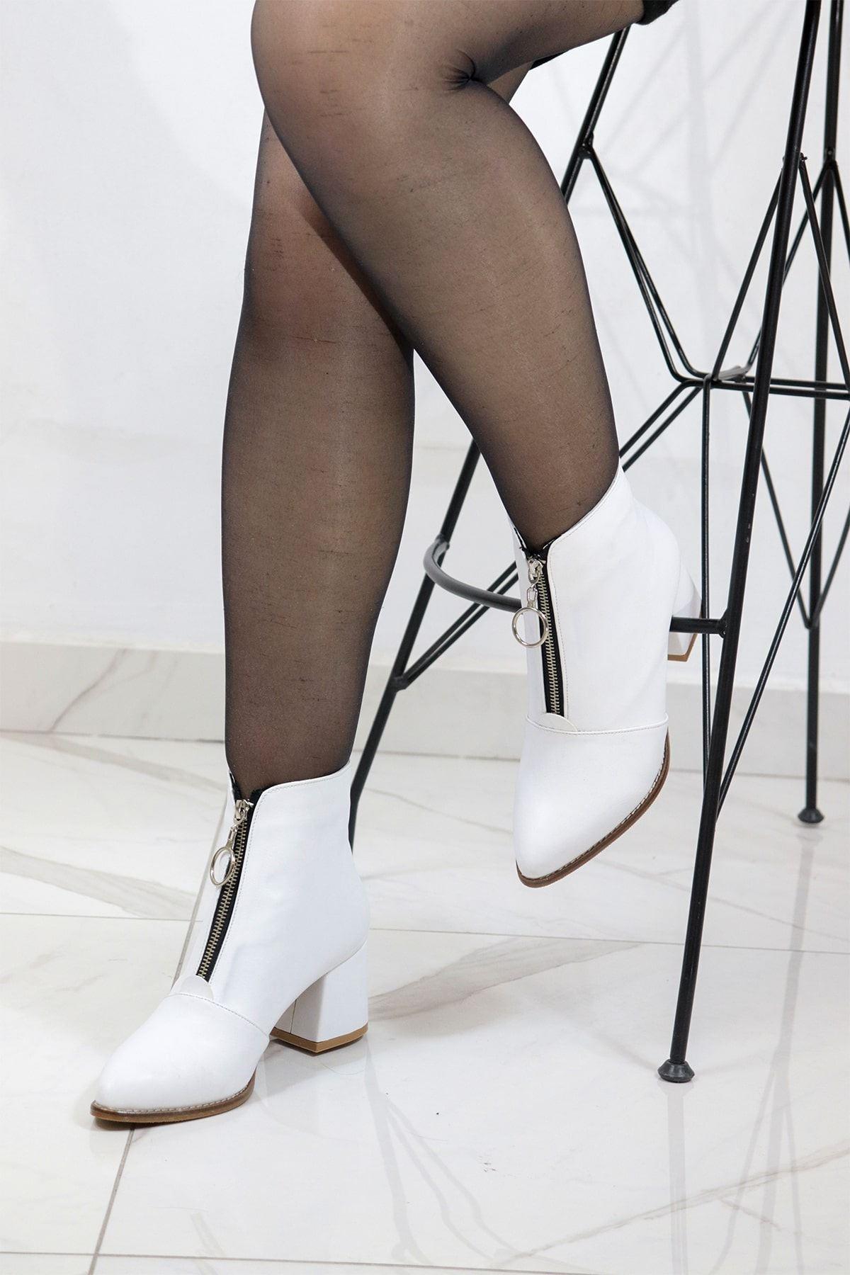 Trendayakkabı - Beyaz Önü Fermuarlı Kadın Bot