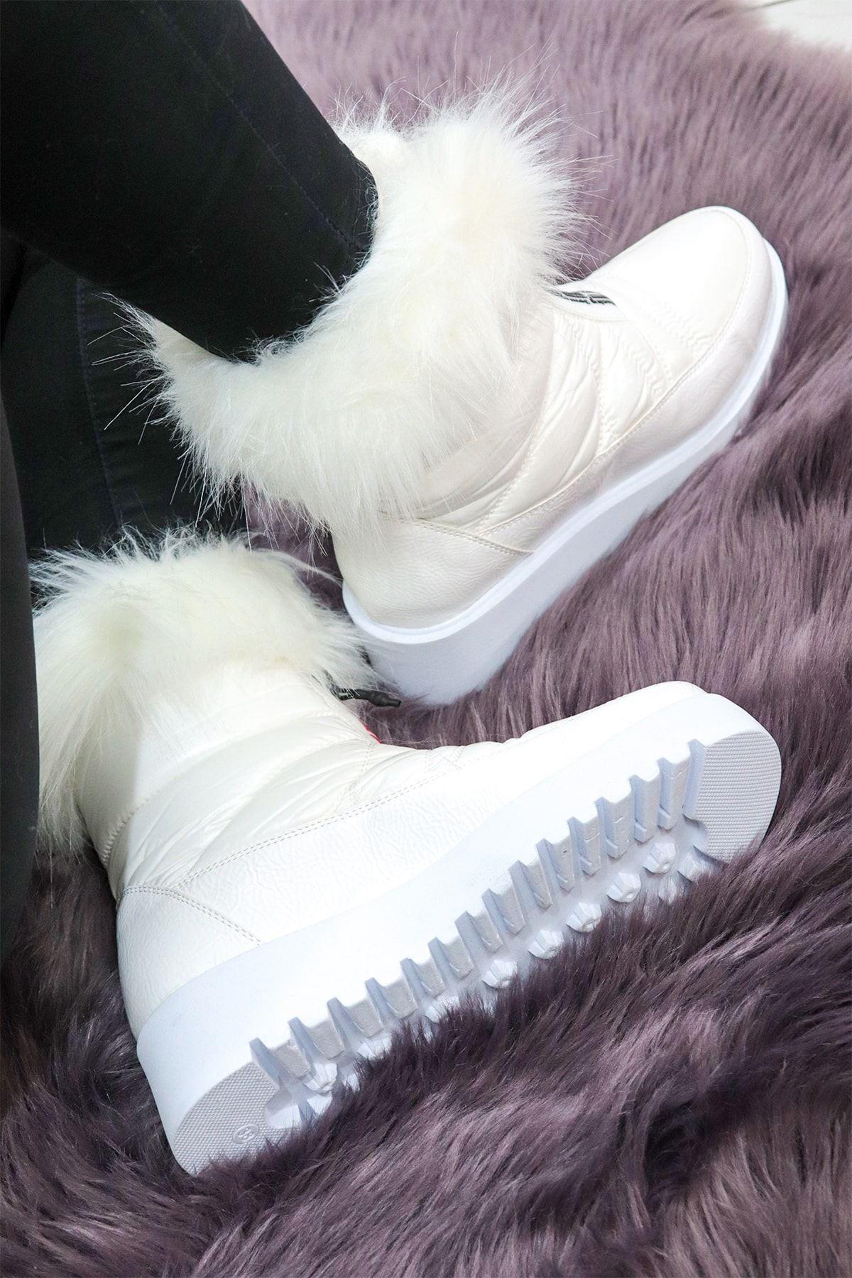 Valeria - Beyaz Tüylü Kadın Kar Botu