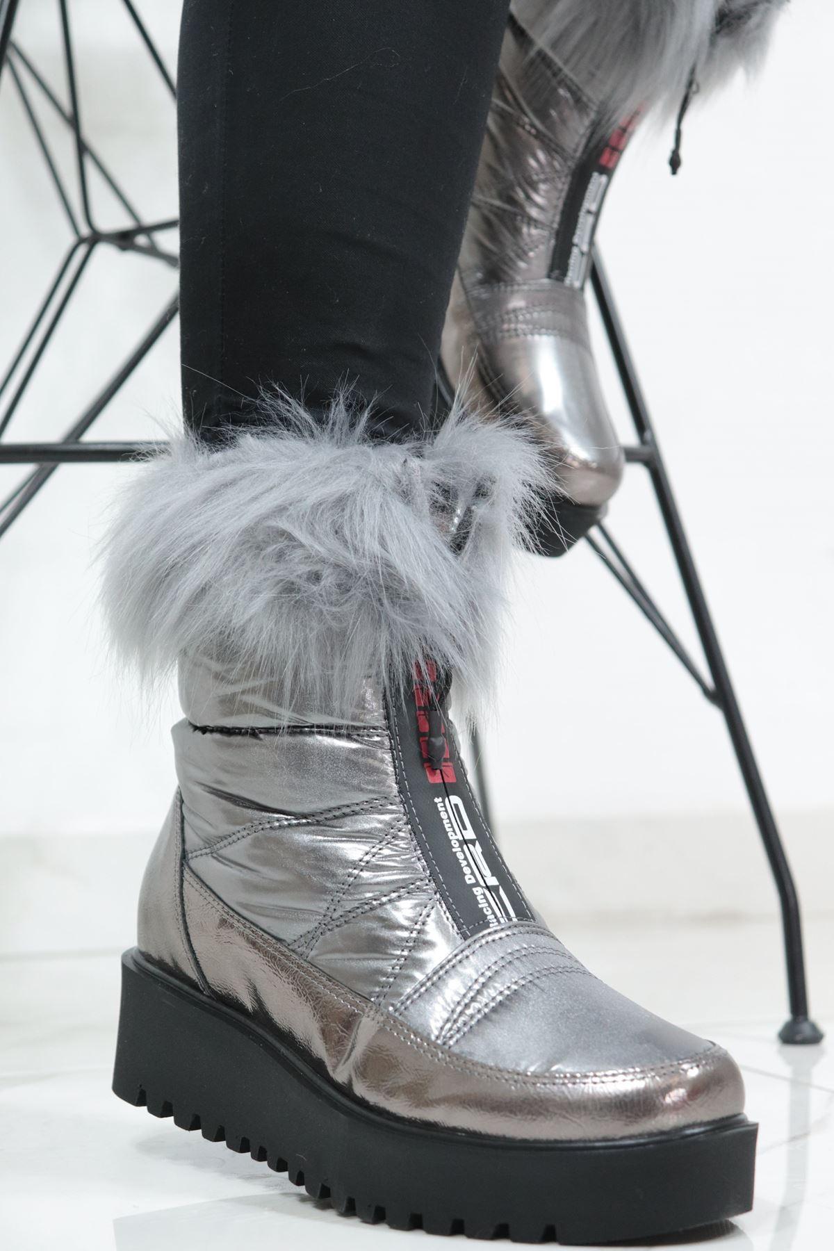 Valeria - Platin Tüylü Kadın Kar Botu