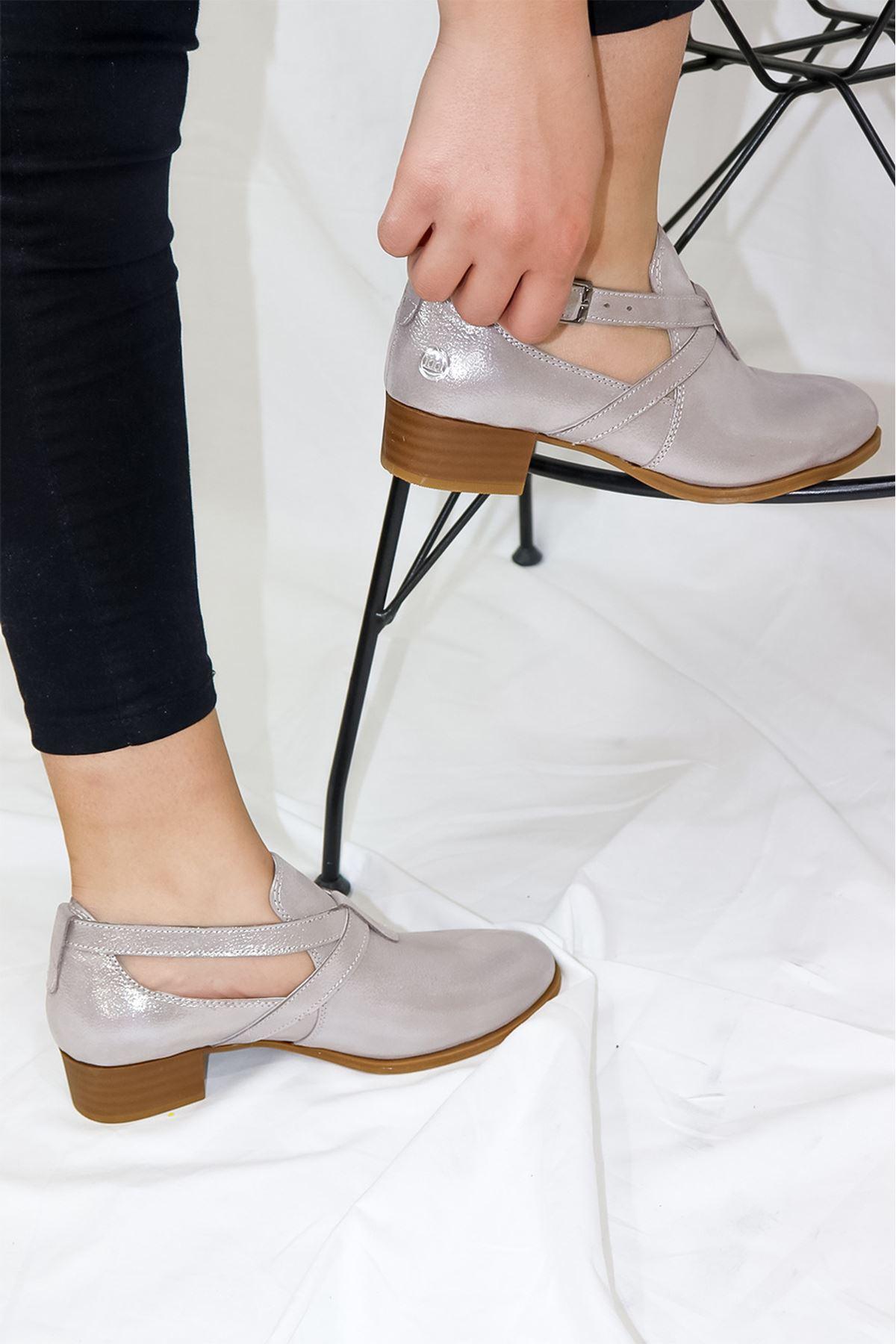 Mammamia - D21YA - 90-B Gri Simli Kadın Ayakkabısı