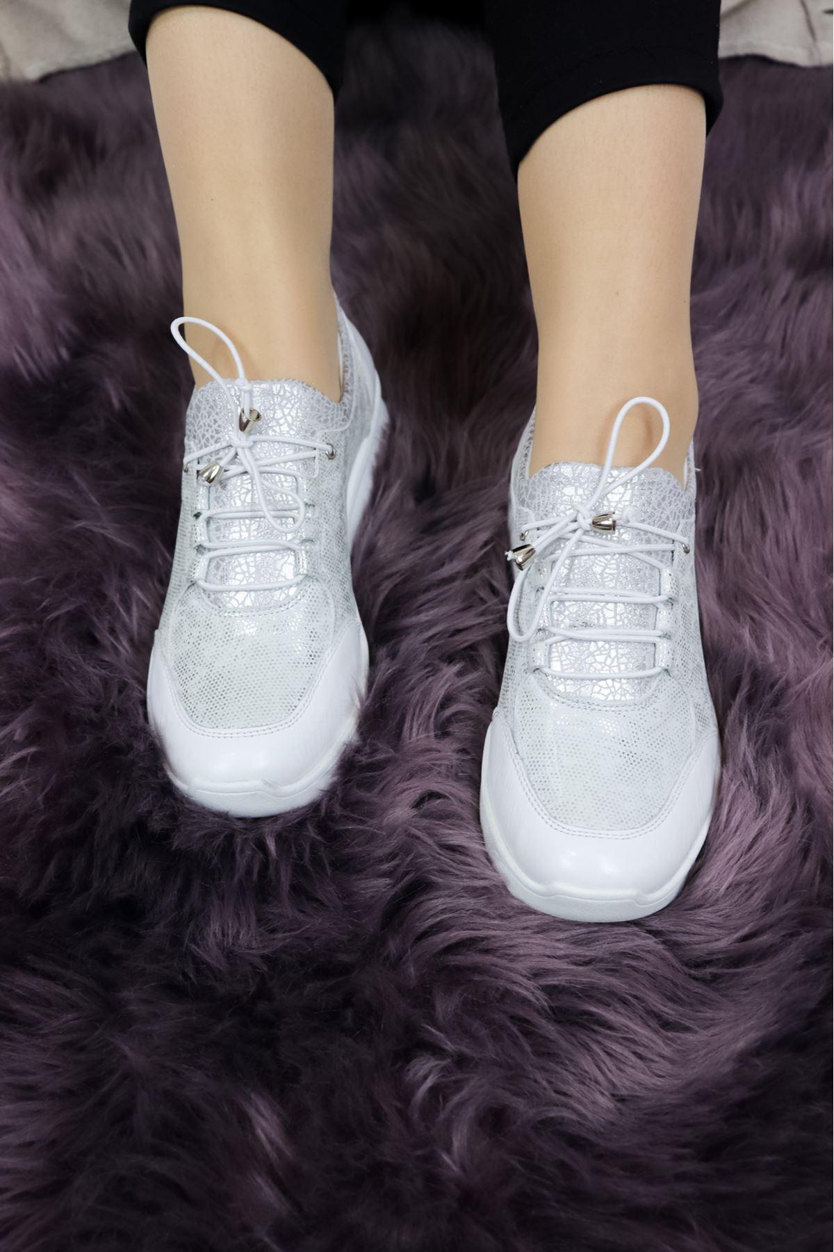 Venüs - 1901707Y - Beyaz Lastikli Kadın Ayakkabısı