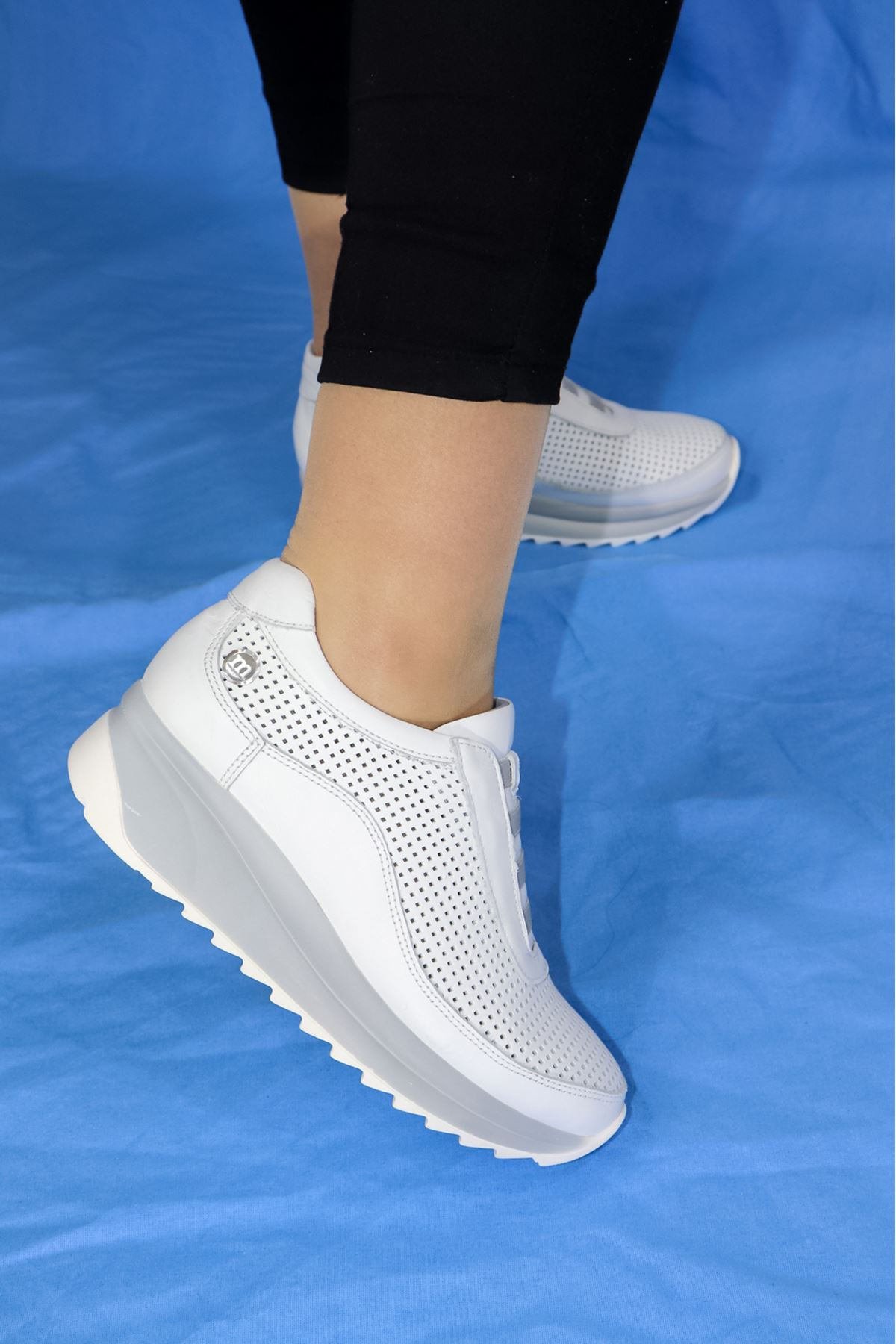 Mammamia - D21YA - 3220-B Beyaz Lastikli Dolgu Topuk Kadın Ayakkabısı