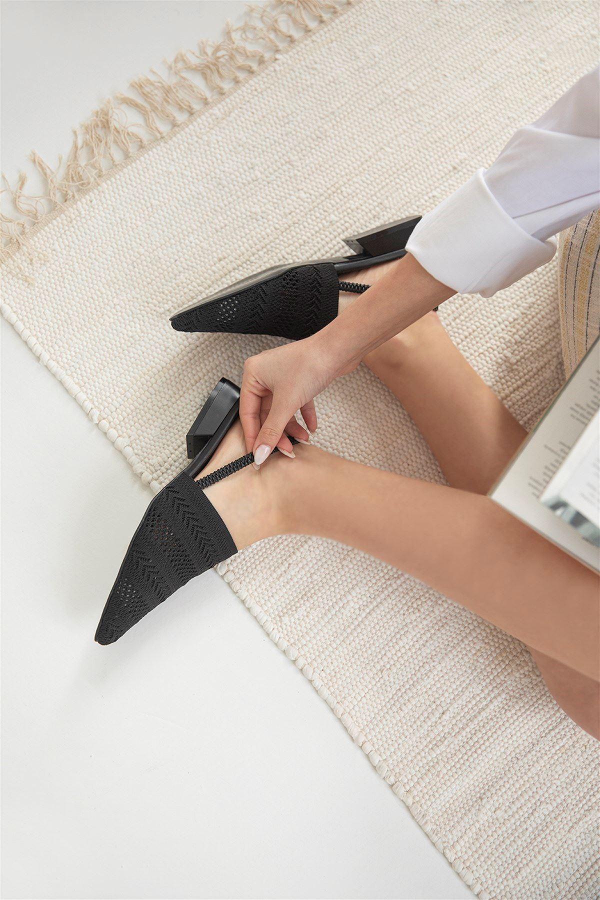 Trendayakkabı -  Kadın Triko Detay Topuklu Sandalet Siyah