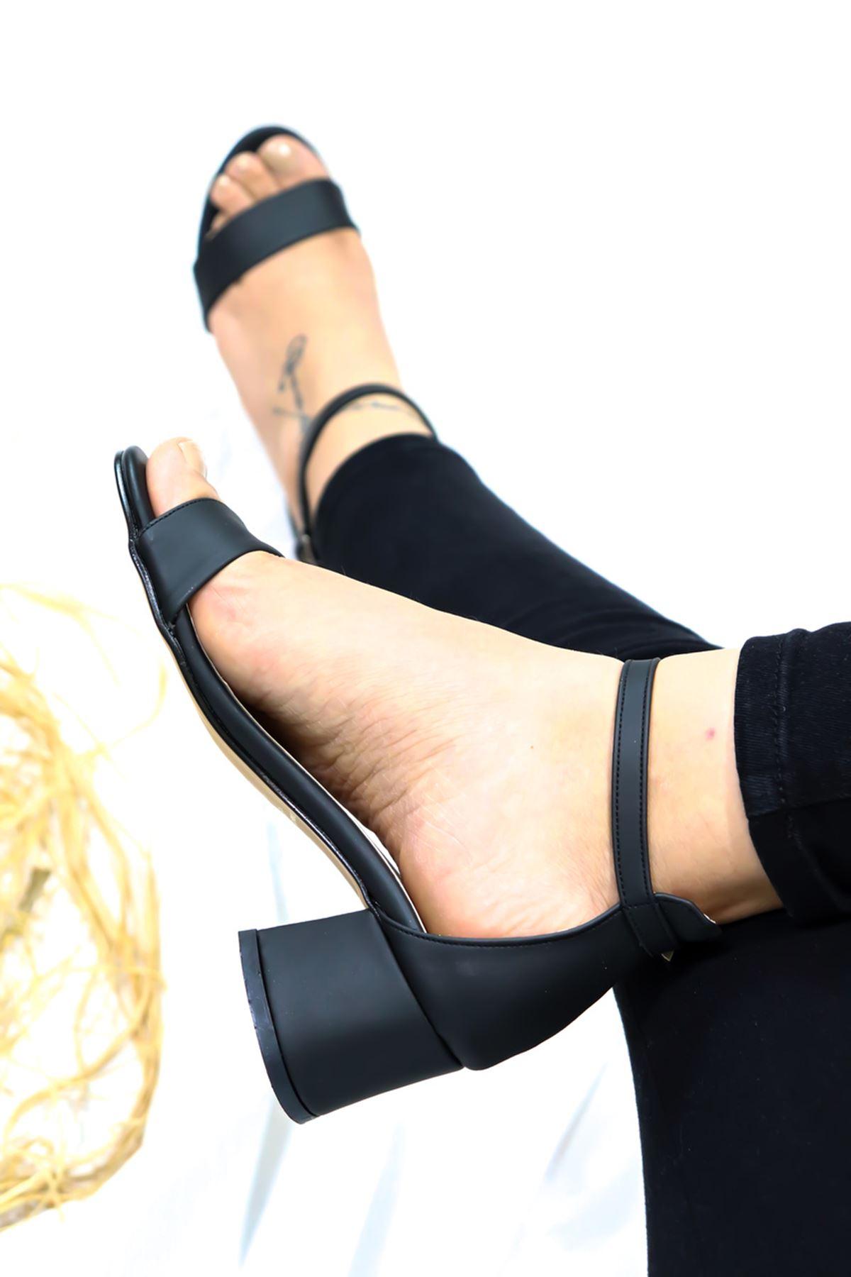 Feles - Tek Bantlı Kadın Topuklu Ayakkabı Siyah