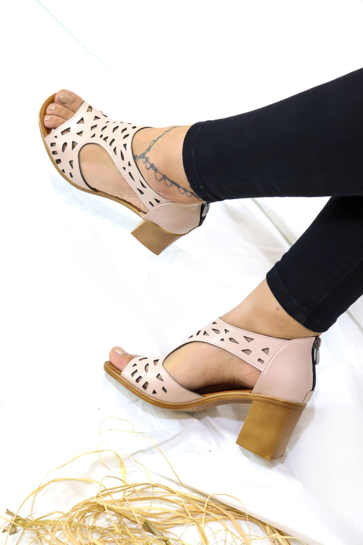 Feles - Kafes Tasarım Kadın Topuklu Ayakkabı Pudra