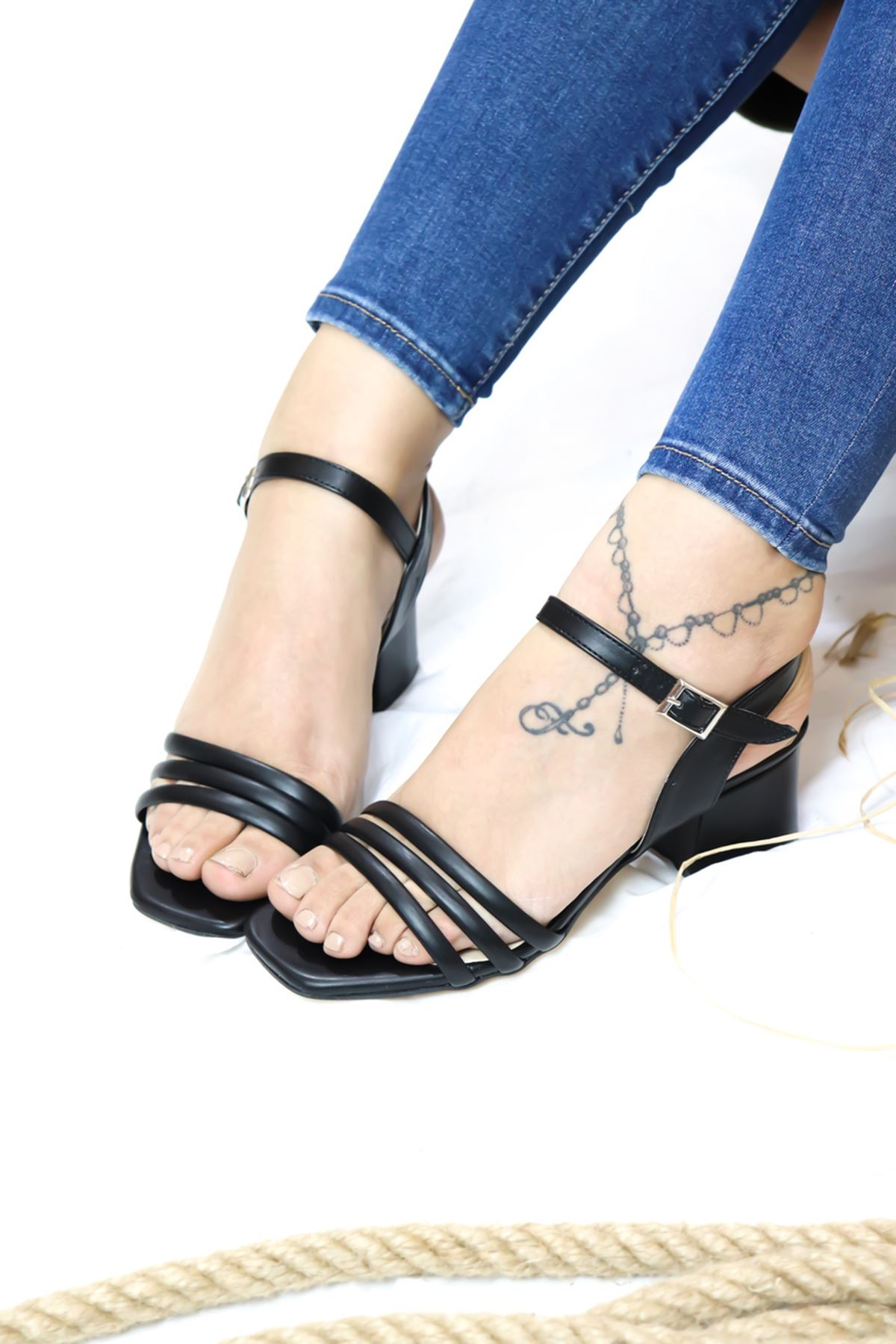Trendayakabı - Siyah çift Bant Detaylı Topuklu Kadın Ayakkabı