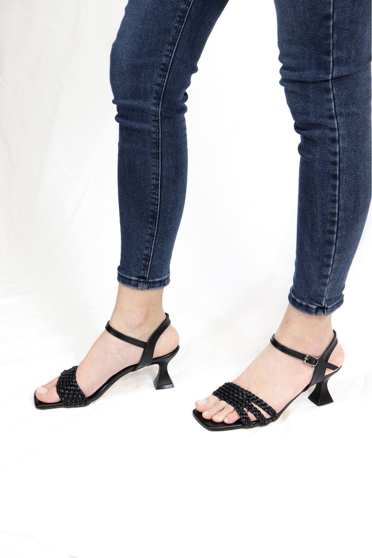 Trendayakkabı - Siyah Örgü Detaylı sandalet