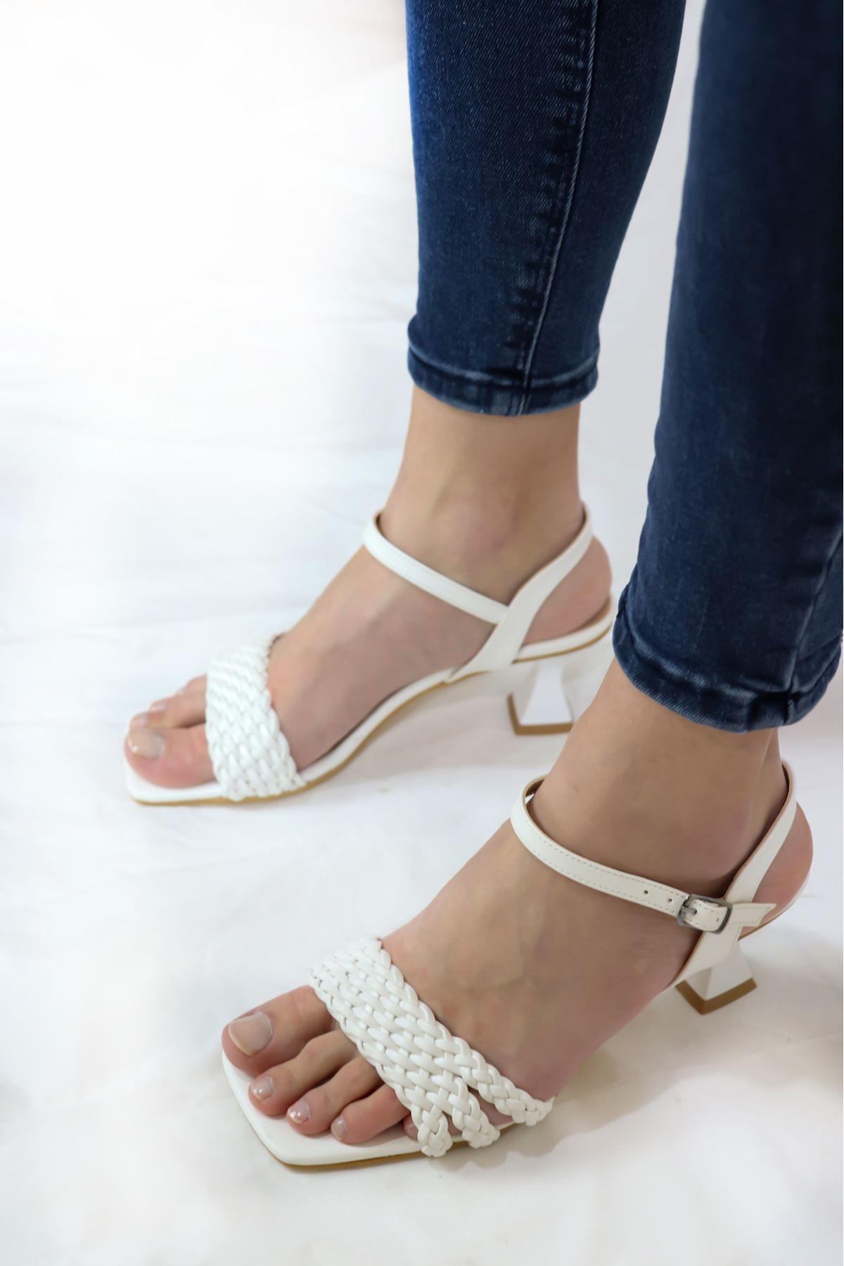 Trendayakkabı - Beyaz Örgü Detaylı sandalet